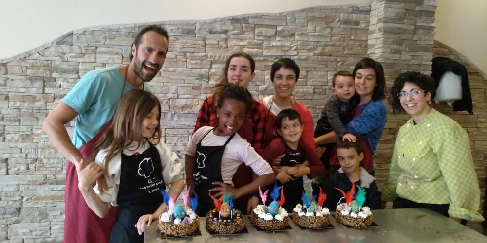 Abril ha sido el mes de los talleres de monas y figuras de chocolate