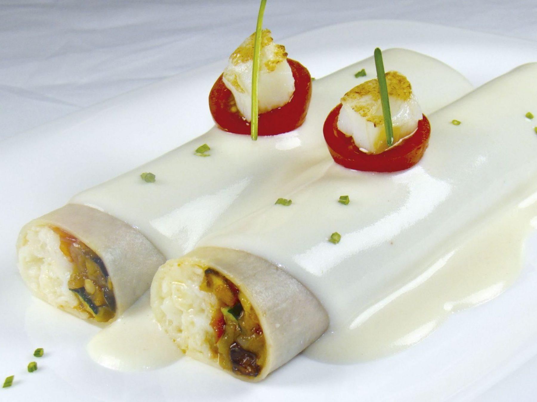Canelón de pasta fresca con humus y pastel de piquillo